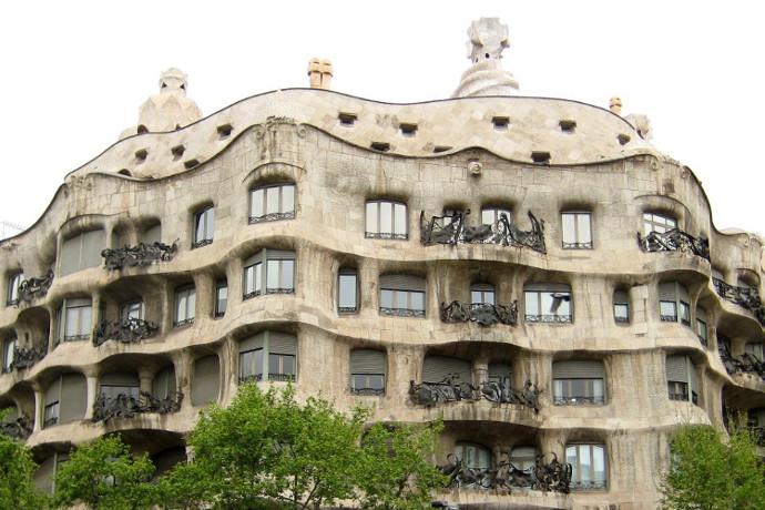 Barcelona : Tarih, Kültür, Eğlence ve Futbol