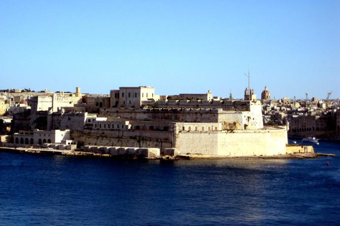 Kutsal Şövalyeler, Etkileyici Surlar, Akdeniz'de Bir Ada : Malta
