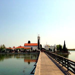 Vistonida Gölü ve St. Nikolaos Kilisesi